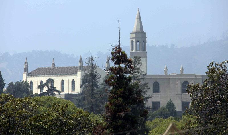 ο παρεκκλήσιο στο Forest Lawn του Γκλέντεϊλ, της Καλιφόρνια, όπου ετάφη ο Μάικλ Τζάκσον.