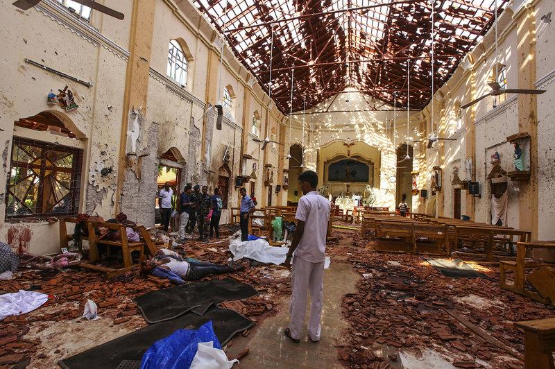 Εικόνα φρίκης μετά το χτύπημα σε ναό στο Κολόμπο, πρωτεύουσα της Σρι Λάνκα.