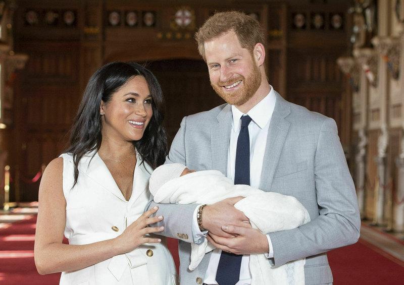 Ο δούκας και η δούκισσα του Σάσεξ, με τον μικρό Άρτσι