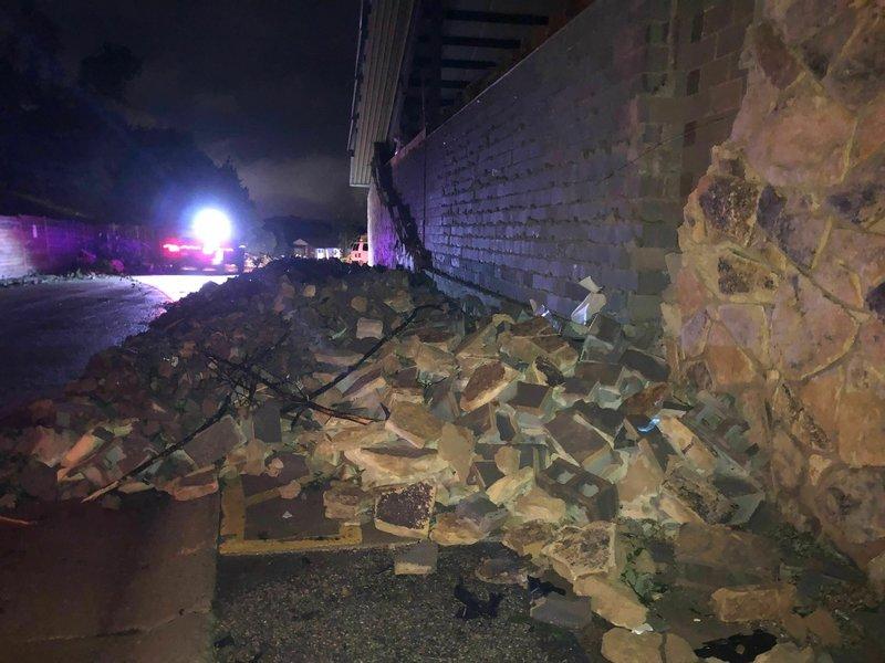 Τείχος κατέρρευσε στο Τζέφερσον Σίτι του Μιζούρι.