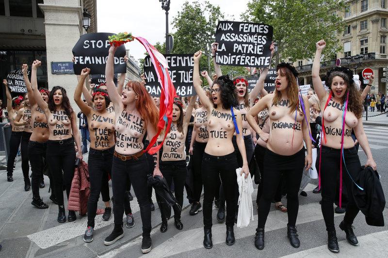 Οι ακτιβίστιες των Femen έγραψαν στα στήθη τους τα ονόματα 60 γυναικών που δολοφονήθηκαν φέτος στη Γαλλία.