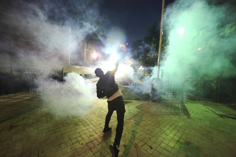 Νέα επεισόδια και συγκρούσεις διαδηλωτών της αντιπολίτευσης με την αστυνομία σημειώθηκαν χθες κυρίως στο βορά της Αλβανίας.
