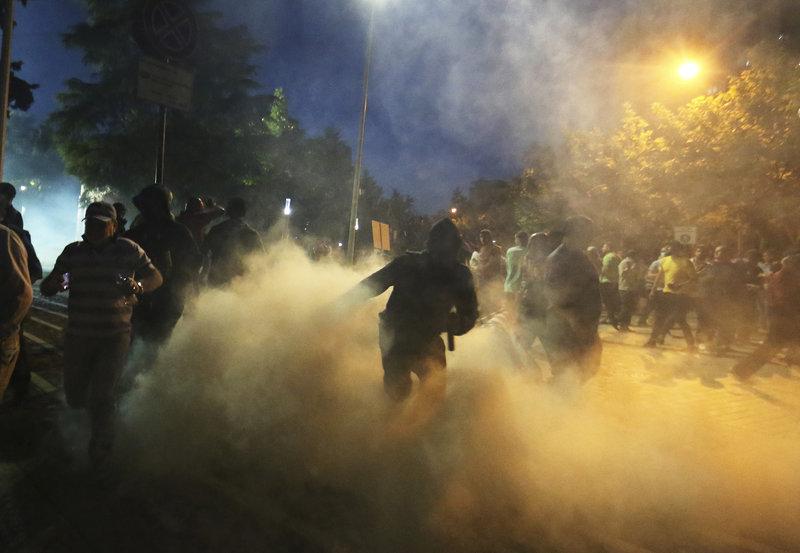 Βίαια επεισόδια αμαύρωσαν την προεκλογική εκστρατεία.