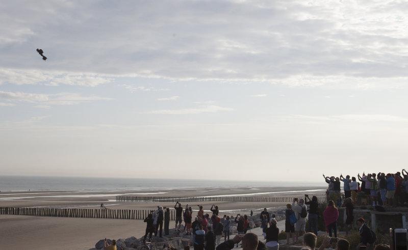 Η στιγμή της απογείωσης του «ιπτάμενου ανθρώπου» από το Σαγκάτ της βορειοδυτικής Γαλλίας.