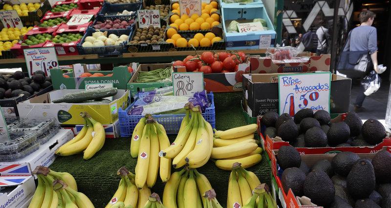 Η βρετανική κυβέρνηση αναμένει ότι θα υπάρξουν ελλείψεις σε τρόφιμα και φάρμακα. Ήδη οι Βρετανοί έχουν αρχίσει να αποθηκεύουν κάποιες ποσότητες.