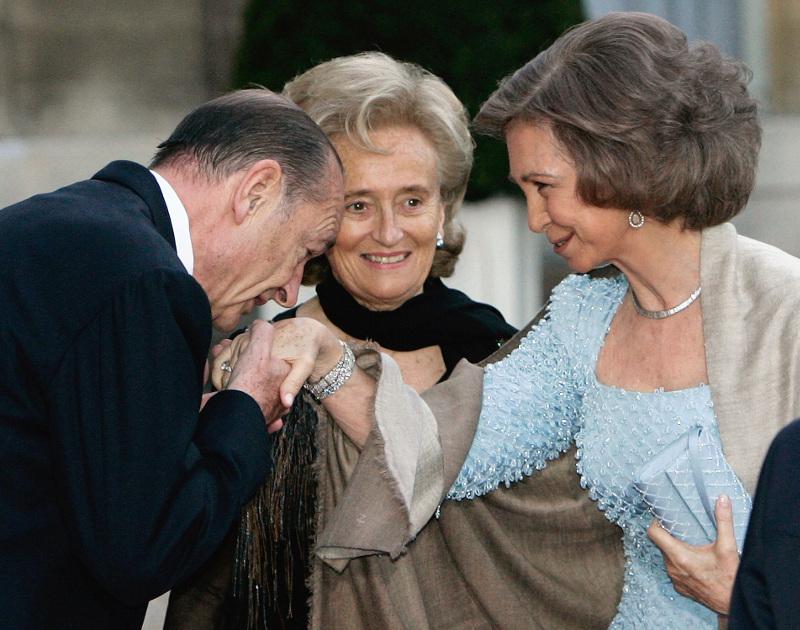 χειροφίλημα Σιράκ στην βασίλισσα Σοφία της Ισπανίας