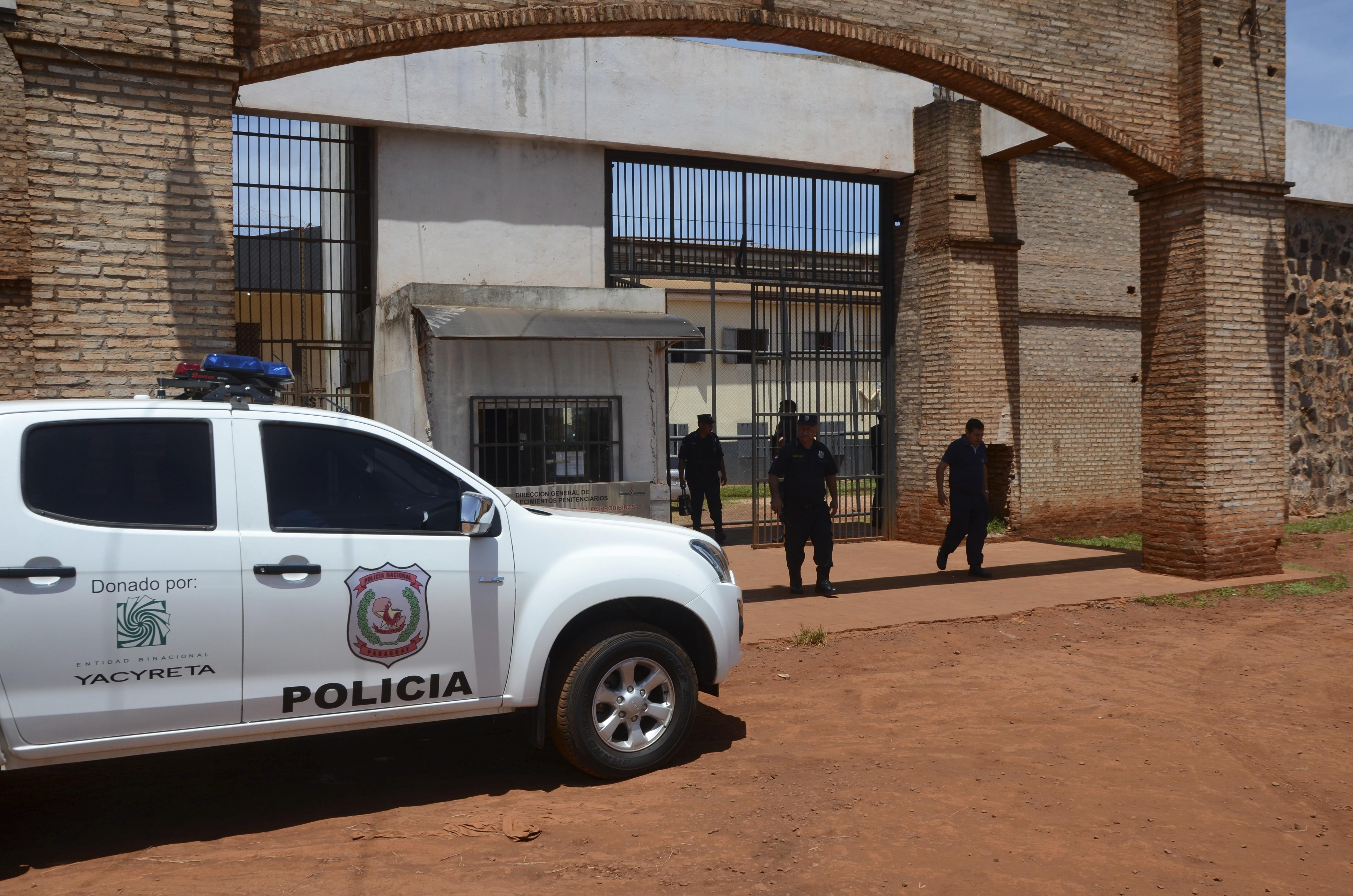 Οι Αρχές της Παραγουάης θεωρούν ότι η απόδραση έγινε εν γνώσει ή σε συνεργασία με μέλη του προσωπικού της φυλακής.