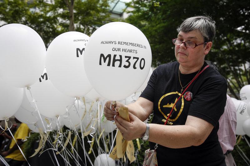 Πέντε χρόνια μετά την εξαφάνιση της MH370 οι συγγενείς των επιβαινόντων ακόμη περιμένουν απαντήσεις.