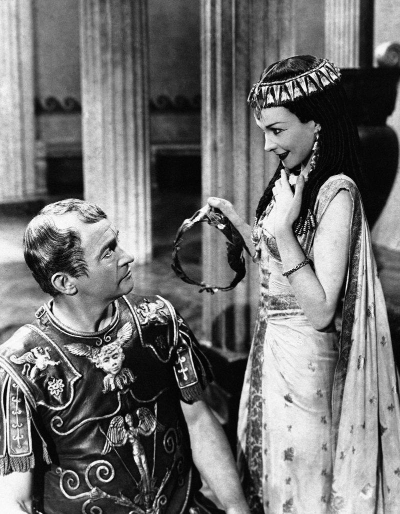 Η  Βίβιαν Λι με τον Κλοντ Ρέινς στο «Kαίσαρ και Κλεοπάτρα» του 1945.