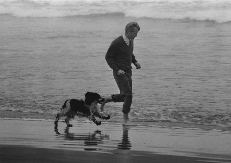 Ο Ρόμπερτ Κένεντι σε παραλία της Καλιφόρνια δύο εβδομάδες πριν τη δολοφονία του στις 6/6/1968.