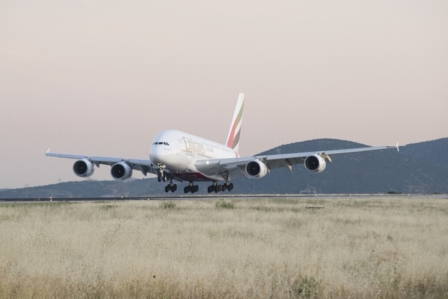 Το αεροσκάφος της Emirates κατέφθασε στην Ελλάδα με σκοπό να εξυπηρετήσει την αυξημένη ζήτηση της καλοκαιρινής περιόδου