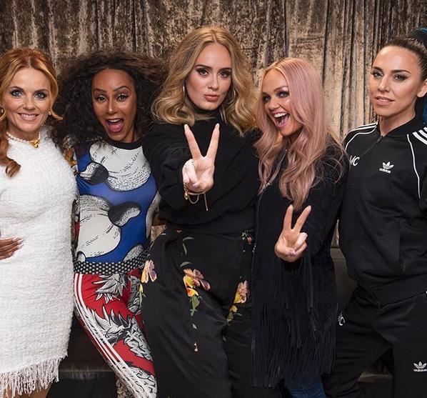 Το φανερά αδυνατισμένο πρόσωπο της Αντέλ, είναι ευδιάκριτο στην τελευταία της εμφάνιση δίπλα στις Spice Girls