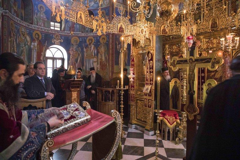 Κατά τη διάρκεια της λειτουργίας στην Ιερά Μονή Σίμωνος Πέτρα στο Αγιο Ορος