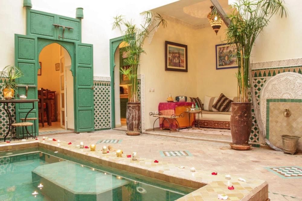 Ένα παραδοσιακό σπίτι στο Μαρακές σε μεταφέρει στην εξωτική πλευρά των διακοπών, από το Μαρόκο