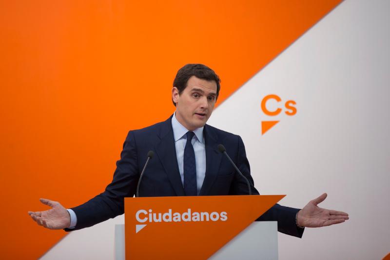 Ο ηγέτης των κεντρώων Ciudadanos, Άλμπερτ Ριβέρα στο πόντιουμ.