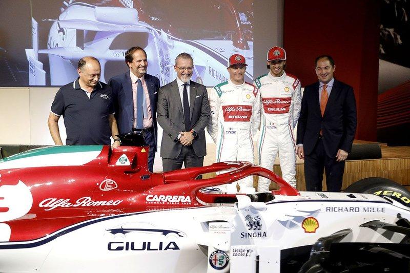 Στην εκδήλωση έδωσε το παρών ο επικεφαλής της ομάδας, Frédéric Vasseur, αλλά και οκτώ τυχεροί αγοραστές νέων μοντέλων της Alfa Romeo που παρέλαβαν τα κλειδιά των αυτοκινήτων τους από τους δύο οδηγούς της ομάδας.