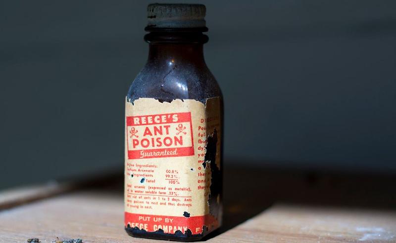 Φιάλη με δηλητήριο Αρσενικό.