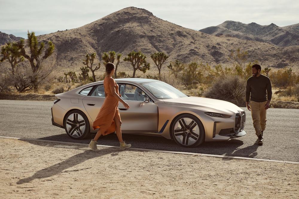 Το καινούριο λογότυπο στο νέο ηλεκτρικό BMW, Concept i4