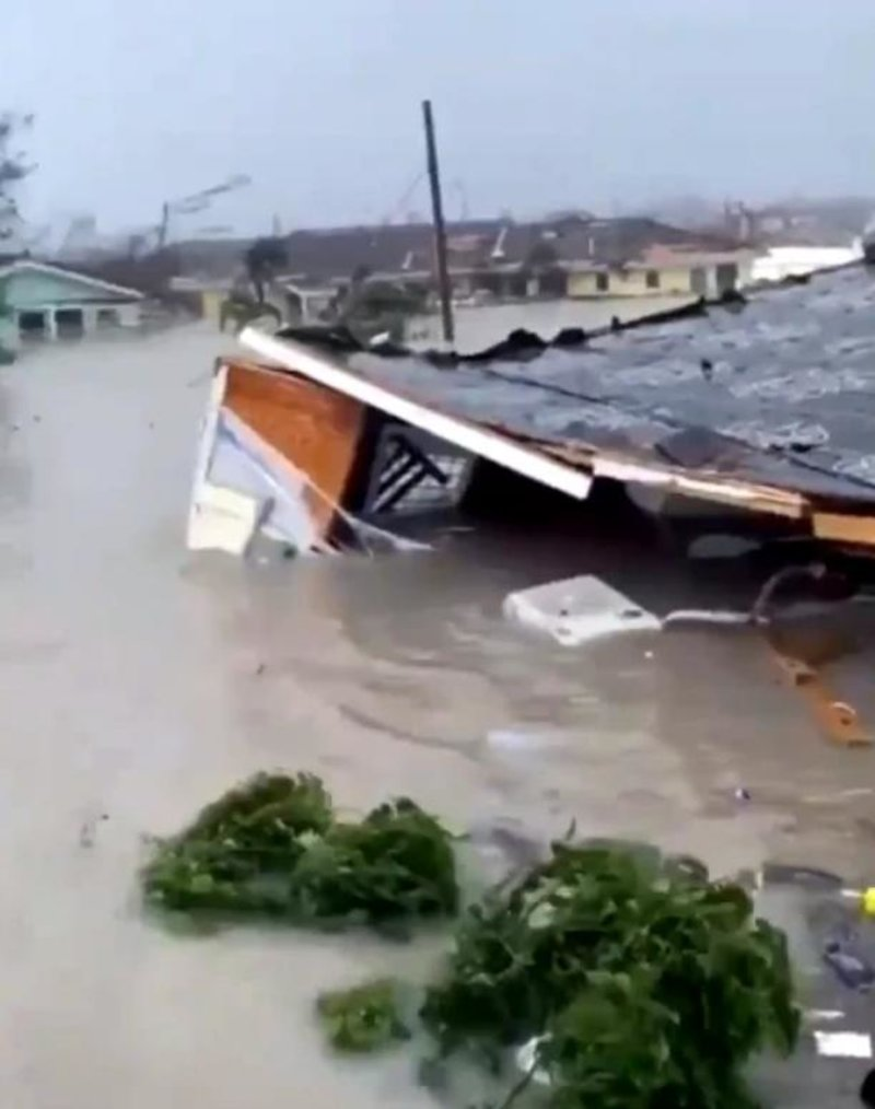 Υπολογίζεται ότι 13.000 σπίτια καταστράφηκαν ή υπέστησαν μεγάλες ζημιές στις Μπαχάμες από το πέρασμα του Dorian.