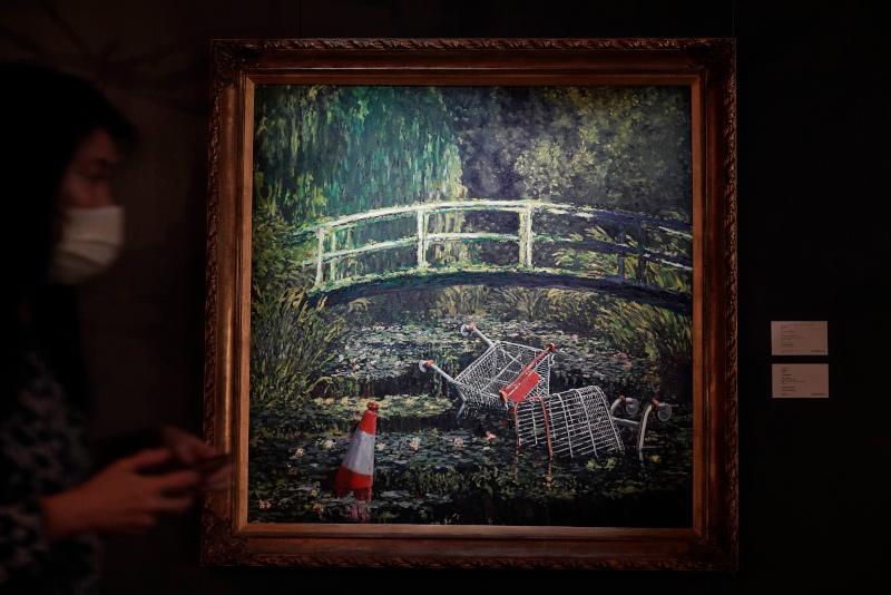 """Το """"Show Me the Monet"""" εντάσσεται σε μια σειρά έργων του Banksy με τίτλο """"Crude Oils"""""""