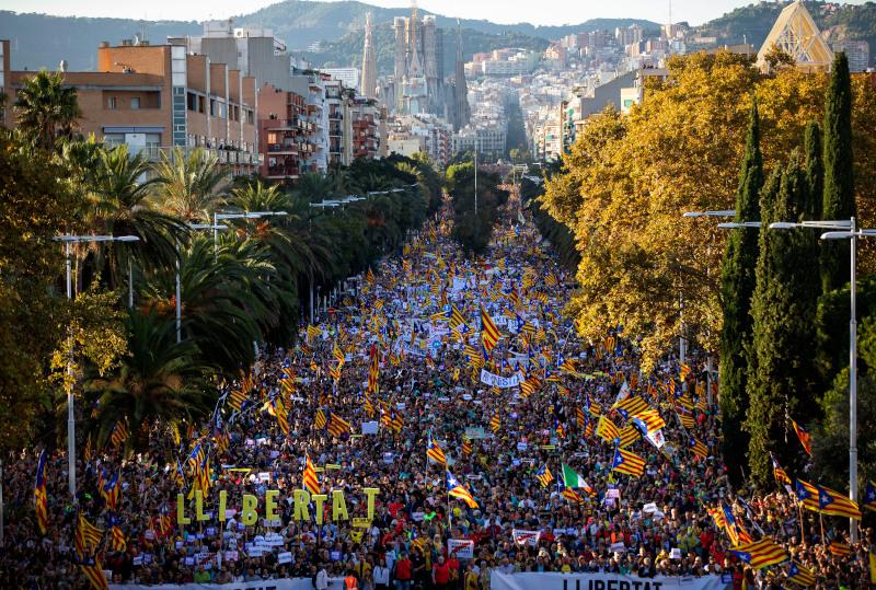 Περίπου 350.000 άνθρωποι διαδήλωσαν χθες στη Βαρκελώνη υπέρ της ανεξαρτησίας της Καταλονίας.