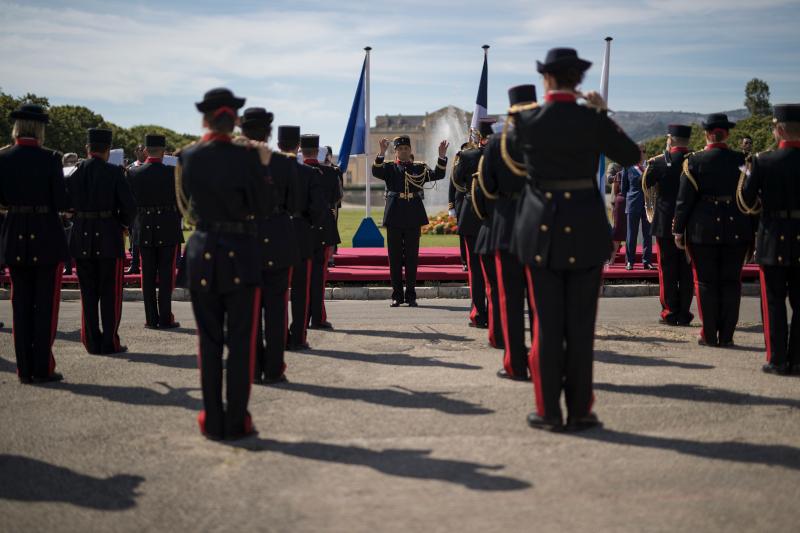 Ακόμη και τα μέλη της στρατιωτικής μπάντας τηρούσαν αποστάσεις ασφαλείας