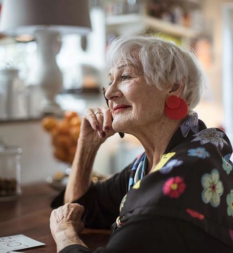 Η Μπέτι, μια συνταξιούχος δασκάλα ήθελε σε όλη της τη ζωή να γίνει μοντέλο αλλά οι περιστάσεις δεν της το επέτρεψαν