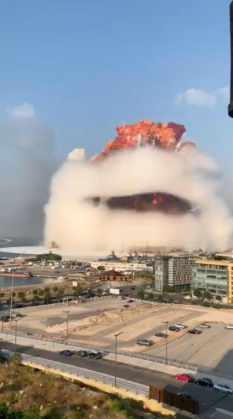 Η στιγμή της φονικής έκρηξης στη Βηρυτό