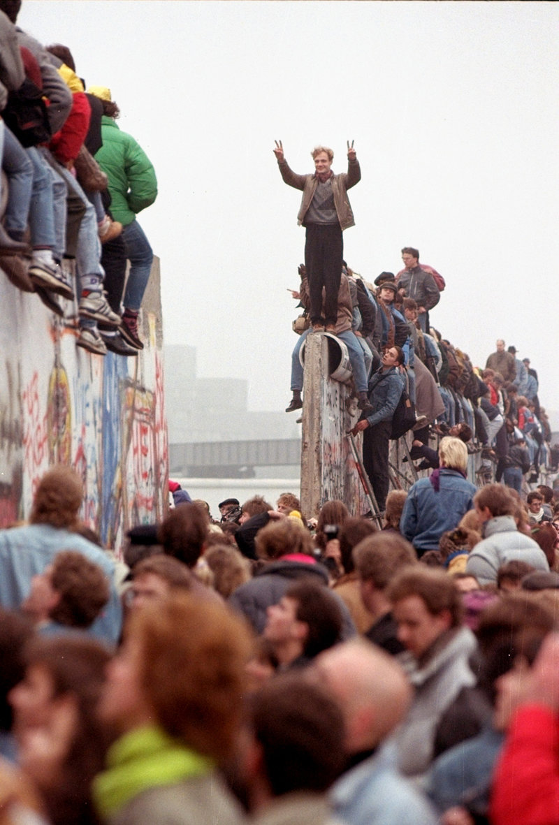 Το Τείχος του Βερολίνου έπεσε το Νοέμβριο του 1989.