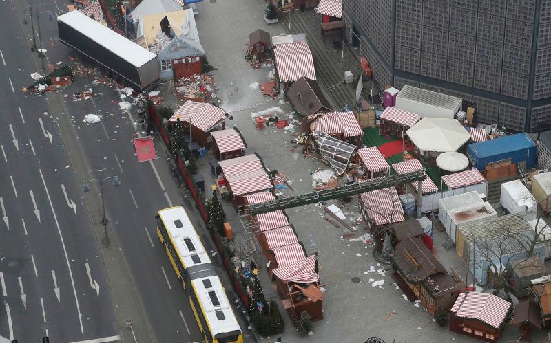 12 άνθρωποι σκοτώθηκαν και 55 τραυματίστηκαν στη χριστουγεννιάτικη αγορά του Βερολίνου στις 20 Δεκεμβρίου του 2016 από την τρομοκρατική επίθεση με φορτηγό του Τυνήσιου Ανίς Αμρί, που σκοτώθηκε τέσσερις μέρες αργότερα από τα πυρά Ιταλών αστυνομικών κοντά στο Μιλάνο.