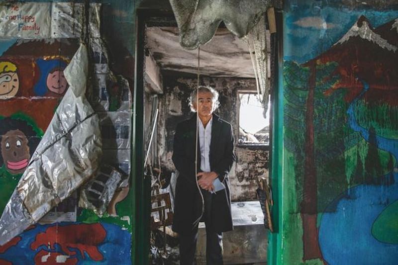 O Μπερνάρ Ανρί Λεβί απηύθυνε δραματική έκκληση στους Ευρωπαίους ηγέτες να δεχθούν στις χώρες τους τους πρόσφυγες της Μόρια για να κλείσει το Κέντρο Υποδοχής