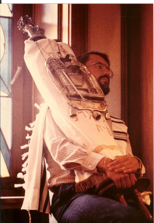 Ο Bernd Wollschlaeger μόλις έμαθε τα εγκλήματα των Ναζί, ασπάστηκε τον ιουδαϊσμό