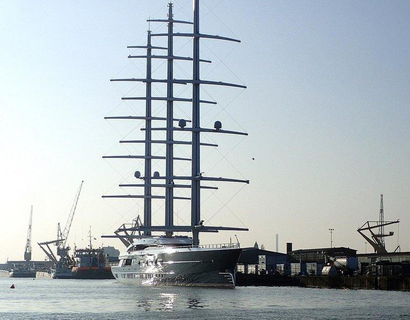 To μήκους 196 μέτρων «Μαύρο Μαργαριτάρι» είναι το δεύτερο μεγαλύτερο ιστιοφόρο στον κόσμο.