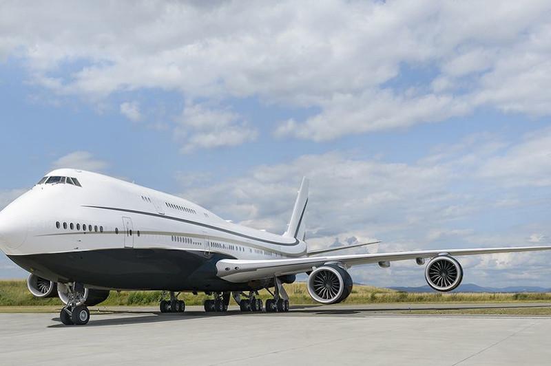Εξωτερικά, το τζετ μοιάζει με ένα κλασικό αεροσκάφος