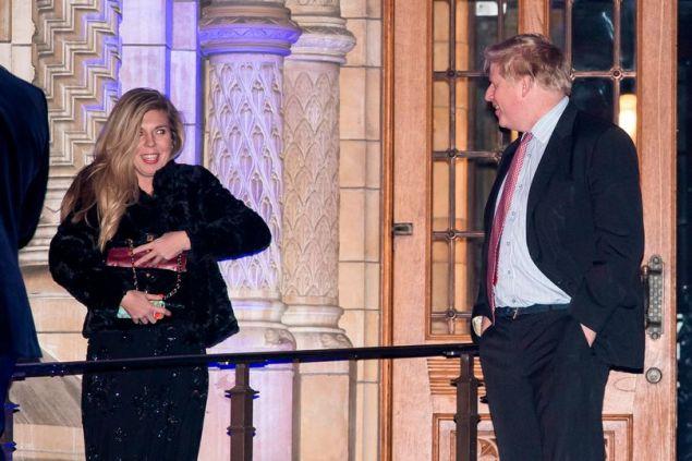 Ο Μπόρις Τζόνσον με την σύντροφό του Κάρι Σίμοντς σε βραδινή έξοδο