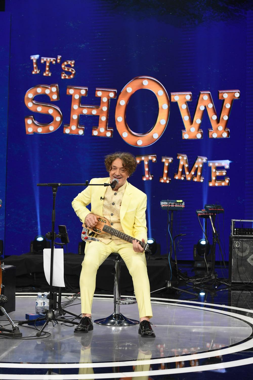 Ο Νίκος Κοκλώνης υποδέχεται τον Γκόραν Μπρέγκοβιτς στο «It's Show Time»