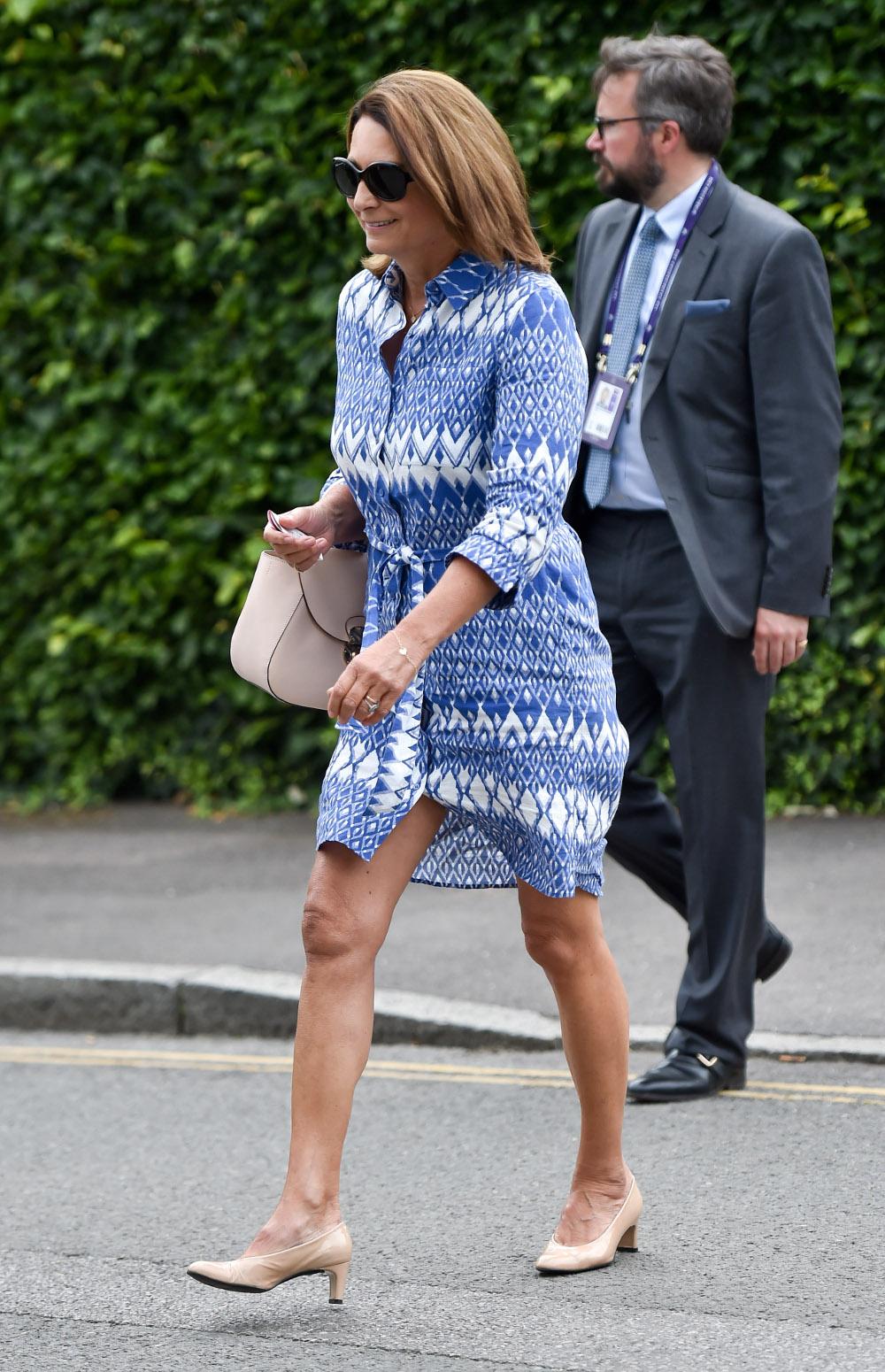 Η Κάρολ Μίντλετον με ένα οικονομικό μπλε φόρεμα καταφθάνει στον τελικό του Γουίμπλεντον
