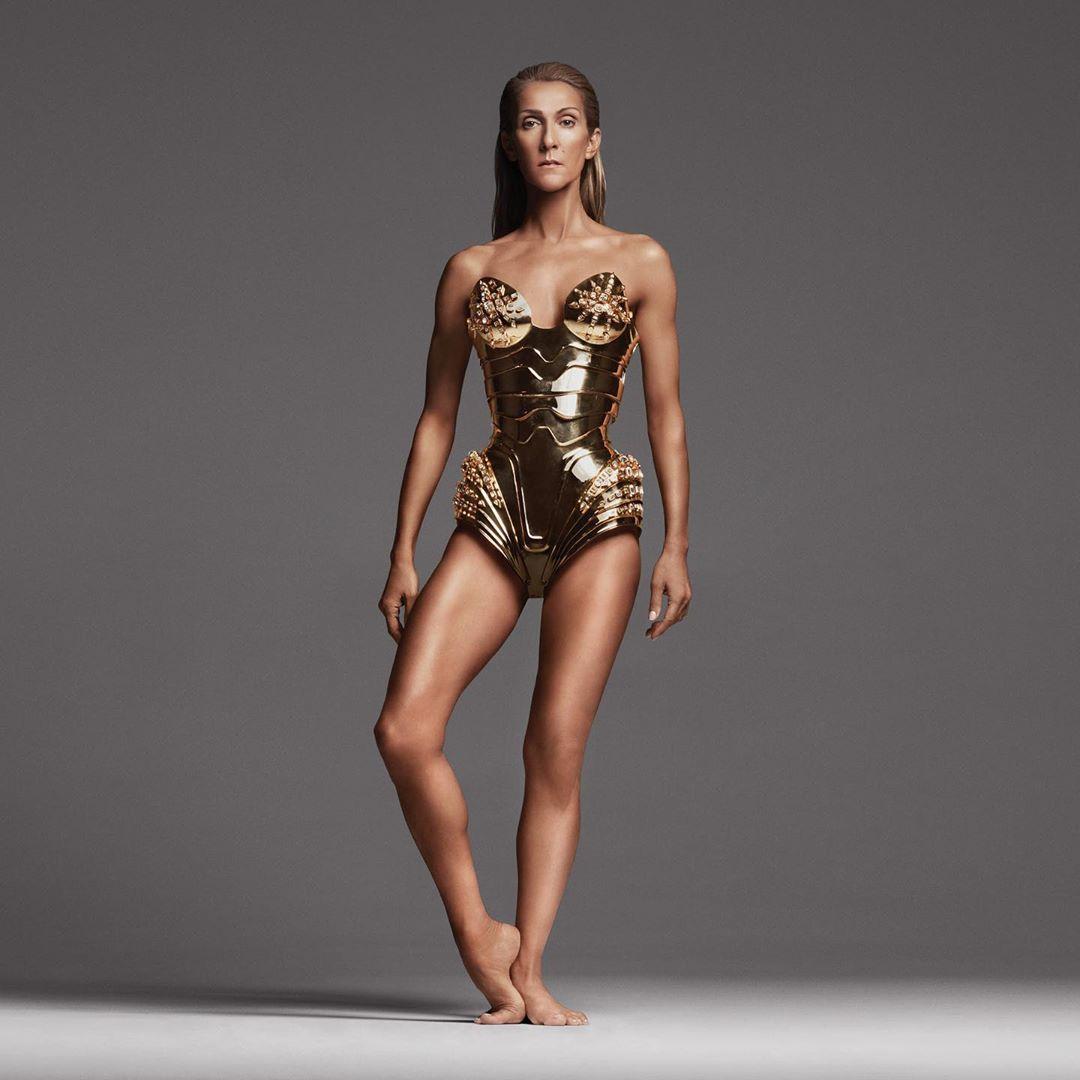 Η Σελίν Ντιόν με χρυσό κορμάκι-πανοπλία