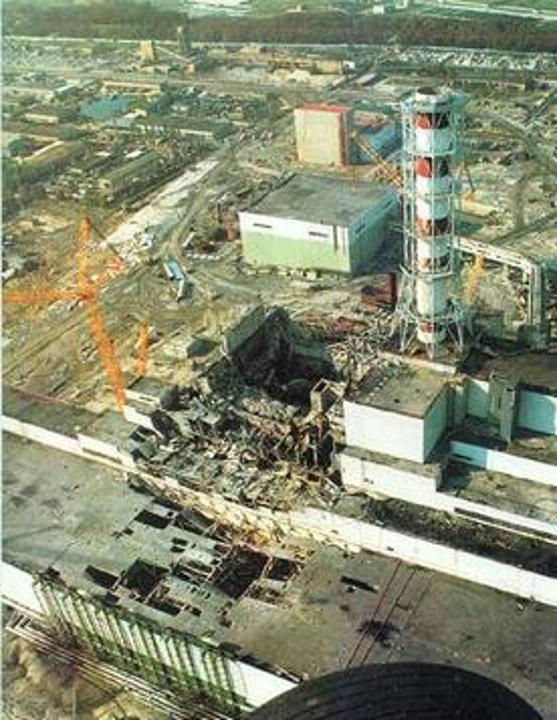 Ο κατεστραμμένος αντιδραστήρας 4 του Τσέρνομπιλ μετά το ατύχημα της 26ης Απριλίου 1986.