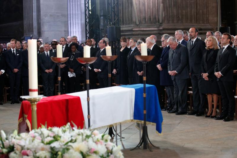 H Ζυλί Γκαγιέ δεν συνόδεψε τον Φρανσουά Ολάντ στην κηδεία του Ζακ Σιράκ τον περασμένο Σεπτέμβριο, επειδή «δεν άντεχε να δει το ζεύγος Μακρόν», λέει το Paris Match.
