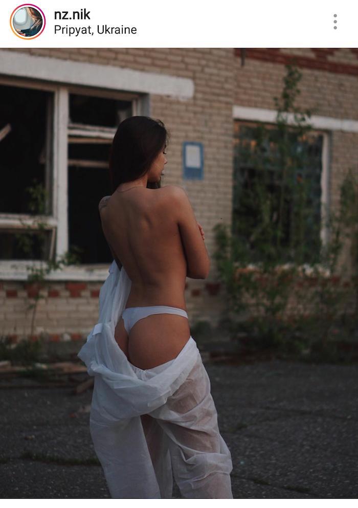 Τουρίστρια προκαλεί ποζάροντας με το εσώρουχό της στο Τσερνόμπιλ