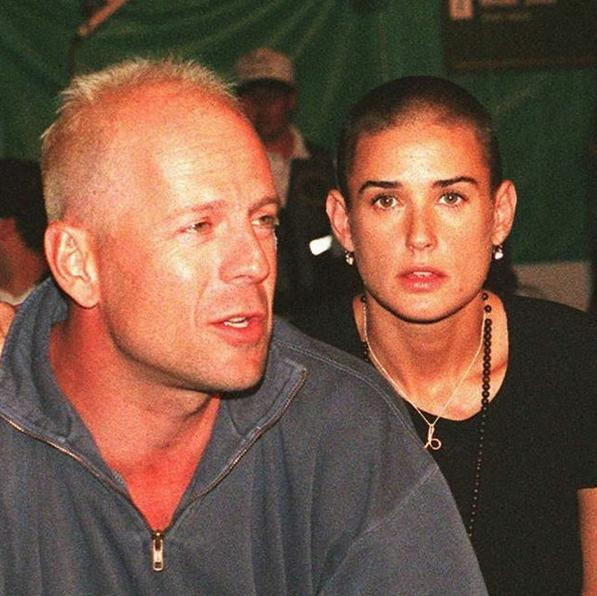 Ντέμι Μουρ δημοσίευσε και μια φωτογραφία που την δείχνει με τον πρώην σύζυγό της, Μπρους Γουίλις
