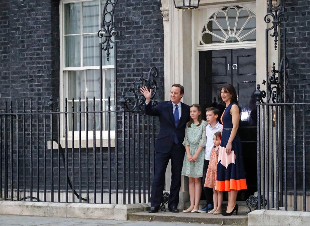Ο Ντέιβιντ Κάμερον με την οικογένειά του την τελευταία τους ημέρα στην Ντάουνινγκ Στριτ