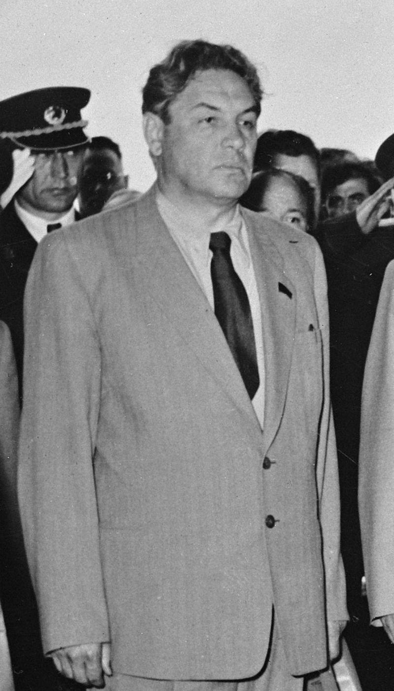 Ο ΥΠ ΕΣ της ΕΣΣΔ, Ντμίτρι Σεπίλοφ (εδώ σε μια φωτογραφία του 1955)  φέρεται κατά τον Ιταλό συγγραφέα να είχε δώσει την εντολή για την δολοφονία του Αλμπέρ Καμύ.