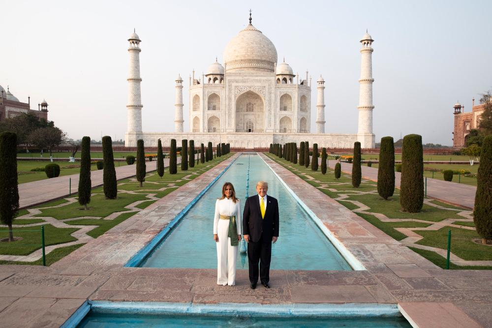 Ντόναλντ Τραμπ και Μελάνια μπροστά στο Ταζ Μαχάλ