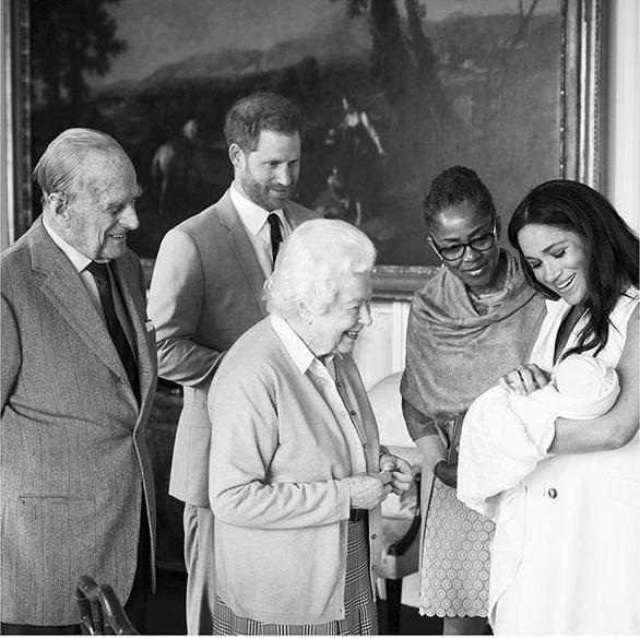 μητέρα της Μέγκαν Μαρκλ, Ντόρια Ράγκλαντ ήταν παρούσα στην γέννηση του εγγονού της