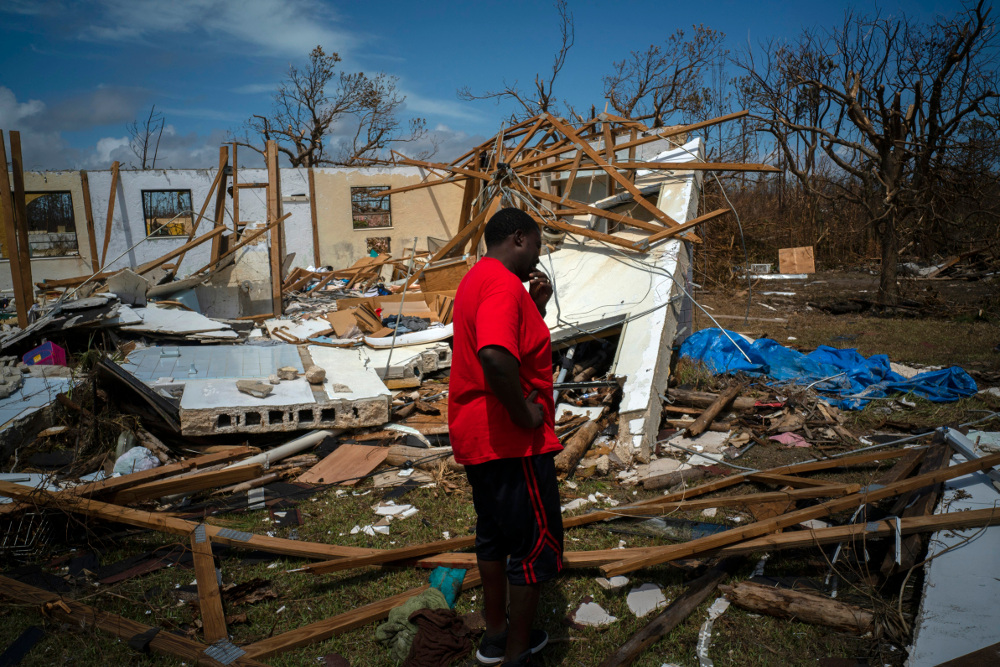 Τουλάχιστον 30 νεκροί και ζημιές ανυπολόγιστης αξίας άφησε πίσω του ο τυφώνας Dorian