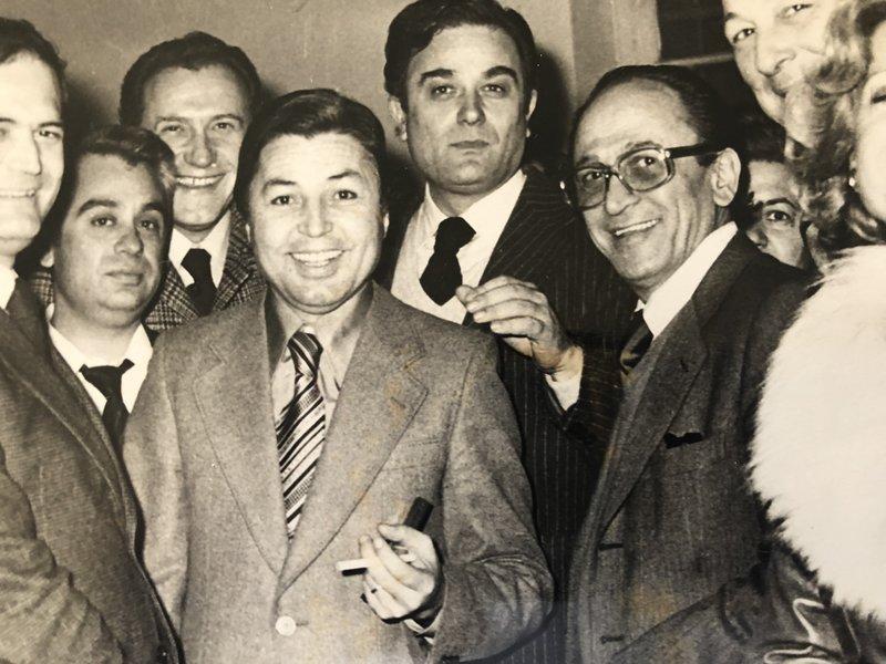 Ο Χρήστος Σιαμαντάς με στελέχη της Ελευθεροτυπίας -Πίσω ο Σεραφείμ Φυντανίδης, δεξιά ο Κίτσος Τεγόπουλος
