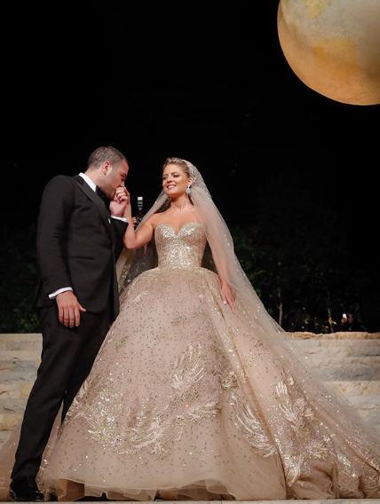 Το πριγκιπικό φόρεμα που φόρεσε η Κριστίνα Μουράντ στην δεξίωση του γάμου της