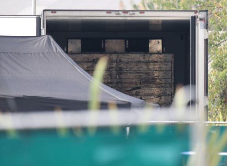 Η πρώτη φωτογραφία του εσωτερικού του φορτηγού όπου βρήκαν τραγικό θάνατο τα 39 θύματα.